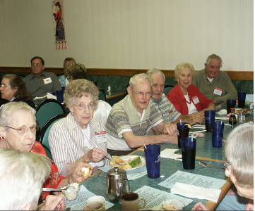 The Class of 1938 enjoys a meal and conversation.